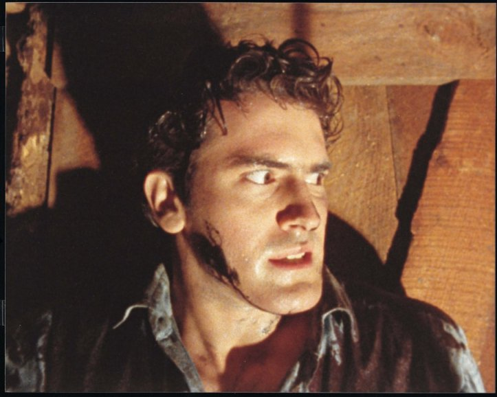 Bruce Campbell no papel de Ash