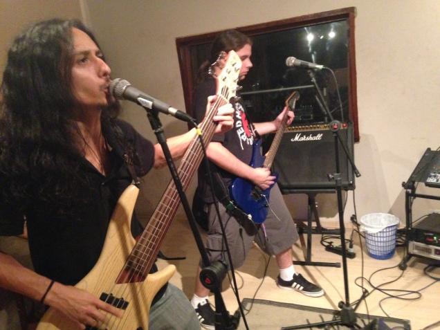 Ensaio da banda num estúdio em São Paulo