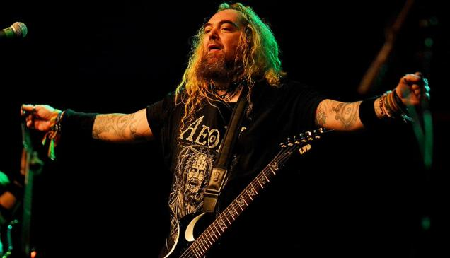 Max Cavalera comanda o Soulfly no Audio Club (Foto: Edu Lawless)