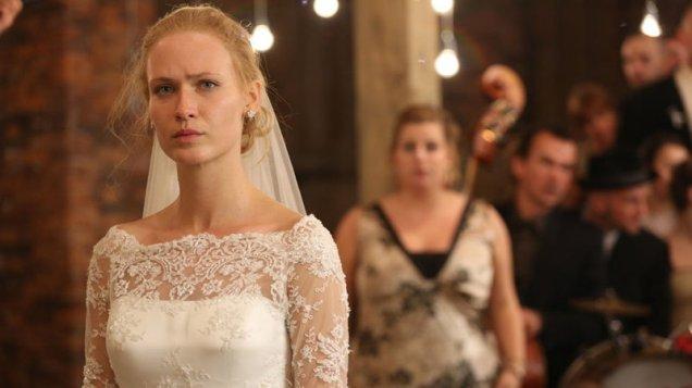 A noiva à espera do amado possuído em Demon